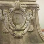 Seitenansicht Ornamentrelief mit Spachtelmasse und Bemalung